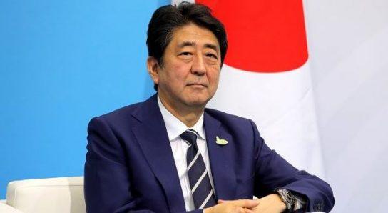 Премьер-министр Японии намерен подписать мирный договор с Россией