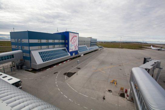 Состояние аэропортовой инфраструктуры Чукотки обсудили Губернатор Роман Копин и глава Росавиации Александр Нерадько