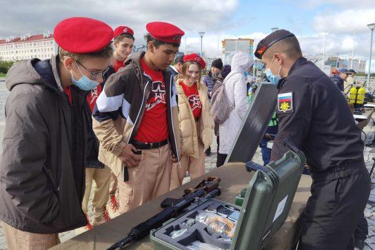 Юнармейцы Анадыря приняли участие в открытии выставочной площадки «Армия-2021»