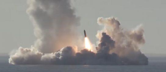 Опубликовано видео пуска ракет «Булава» с АПЛ «Юрий Долгорукий»