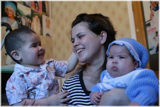 Владимир Путин увеличивает пособия молодым семьям
