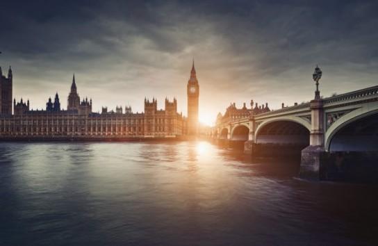 Британская истерика связана с финансовыми проблемами Соединенного Королевства