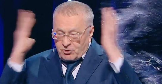 Кандидаты в президенты обливались водой во время дебатов