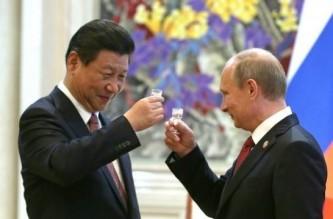 Россия и Китай «выпили» за доллар не чокаясь