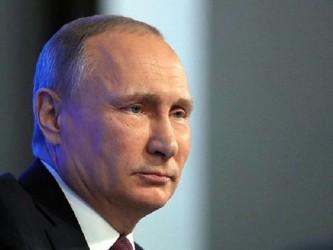 Путин назвал приоритетом защиту российской семьи