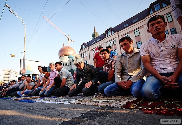 Собянин поздравил мусульман Москвы с праздником Ураза-байрам
