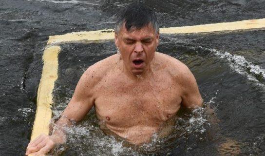 Посол США в России искупался в подмосковной проруби