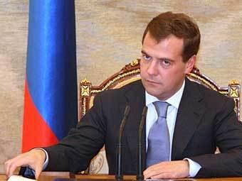 Медведев подписал постановление о повышении пенсионного возраста