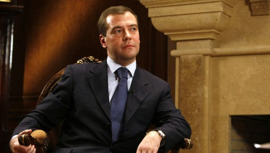 Медведев пригласил Обаму посетить «разорванную в клочья» Россию