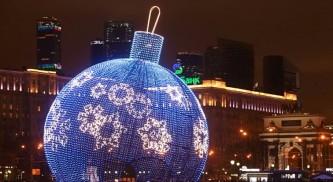 На Поклонной горе устанавливают самый большой в мире музыкальный ёлочный шар