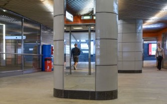 Московский метрополитен продолжает устанавливать зеркала для пассажиров