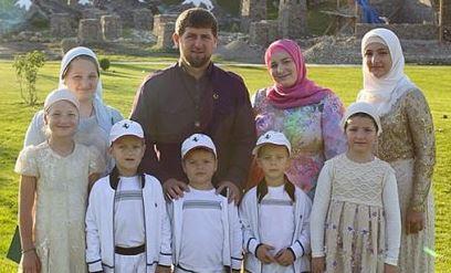 Путин решил поддержать молодые семьи россиян