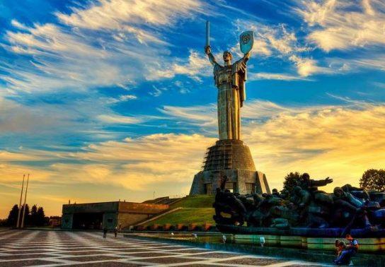 Киевские власти хотят отобрать у статуи «Родина-мать» герб СССР
