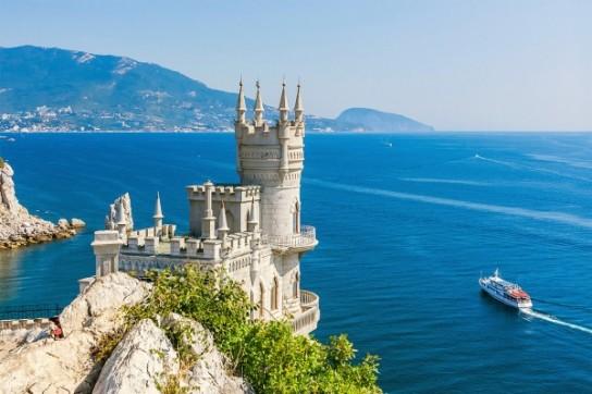Украина в бешенстве: Крым бьет рекорды туристической посещаемости