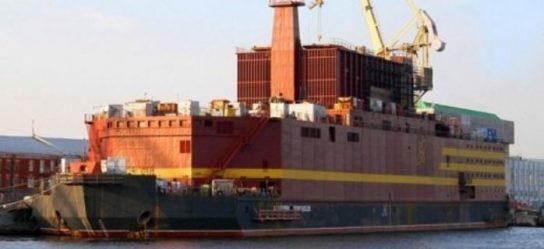 Плавучая АЭС «Академик Ломоносов» отправилась из Петербурга на Чукотку