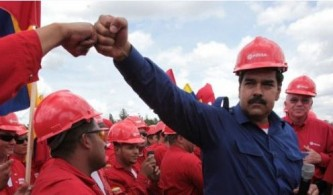 Венесуэла отказалась продавать нефть за доллары США