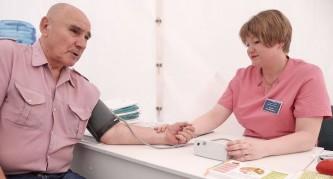 150 врачей обследовали москвичей в День города