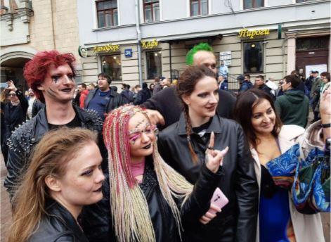 Митинг на Сахарова превратился во фрик-шоу из-за цыган, трансвеститов и бомжей