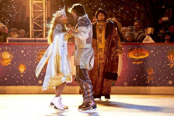Татьяна Навка опробовала лед на Красной площади
