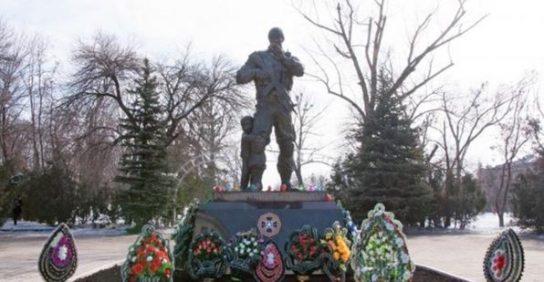 В Донбассе установили памятник российским добровольцам
