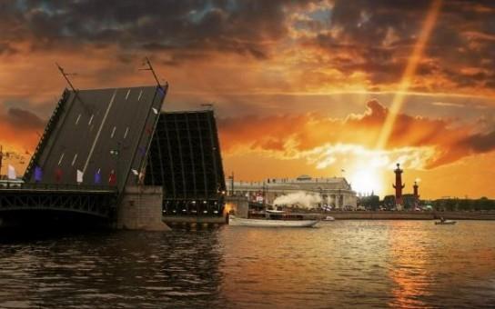 Россияне проголосовали за закрытие диппредставительства США в Петербурге