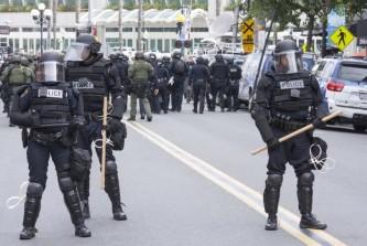 Полицейский беспредел рекламирует прелести жизни в США