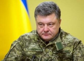 Порошенко до поздней ночи таскал за собой ради пиара освобожденных пленных украинцев