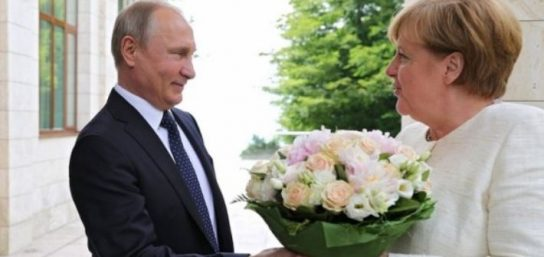 Розы от Путина: в Сочи прошла встреча лидеров ФРГ и РФ