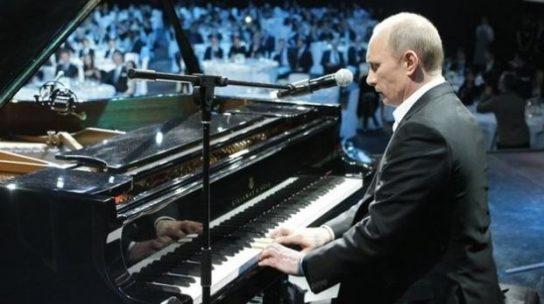 Запад пляшет под дудку Путина