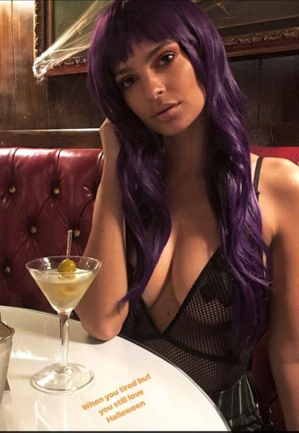 Эмили Ратаковски — сексуальный Хэллоуин