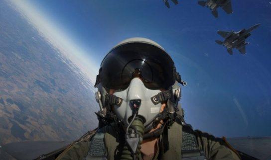 Армия Китая уничтожила ВВС США обычными лазерными указками