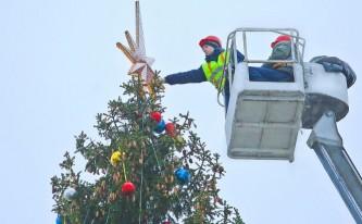 Новогодние елки на железнодорожных вокзалах начнут устанавливать 7 декабря