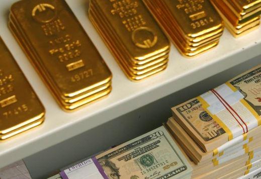Слабеющий доллар вызывает рост цен на золото