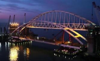 Началась установка автомобильной арки Керченского моста