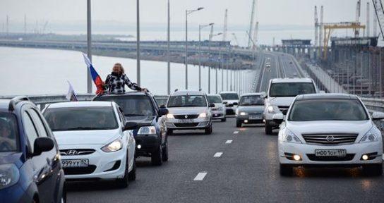 «Фото на память» стало самым распространенным нарушением ПДД на Крымском мосту