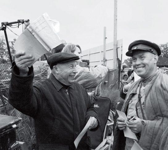 Губернатор Чукотки поздравил режиссёра «Начальника Чукотки» с 90-летием