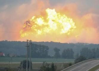 Зачем Порошенко сжег украинские склады с боеприпасами?