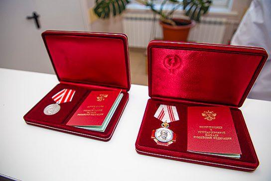 Медиков Чукотки наградили президентским наградам за борьбу с коронавирусом