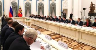 Путин: В России завершается программа расселения ветхого жилья