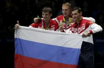Запад до смерти боится флага и гимна России