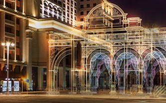 Арки в виде светящихся театральных фасадов украсят площадки «Путешествия в Рождество»