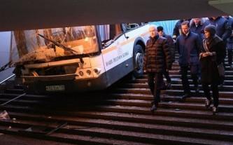 Водитель автобуса, сбившего людей у метро «Славянский бульвар», рассказал свою версию происшествия