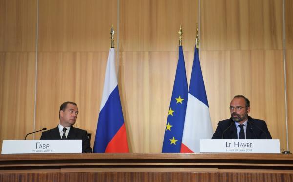 Премьер-министр Франции заявил, что антироссийские санкции могут быть сняты в любой момент