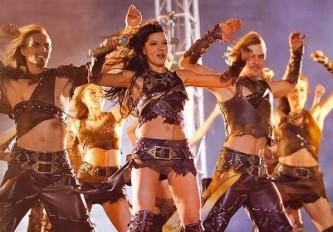 Певица Руслана призвала украинцев «снять шаровары»