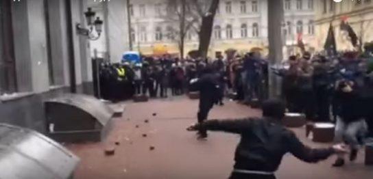 Украинский политолог: Нападение на Россотрудничество не останется безнаказанным