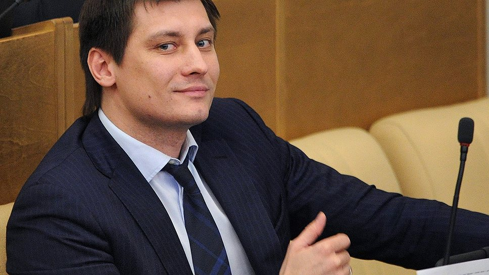 Гудков воспользовался помощью профессионала по подделке подписей