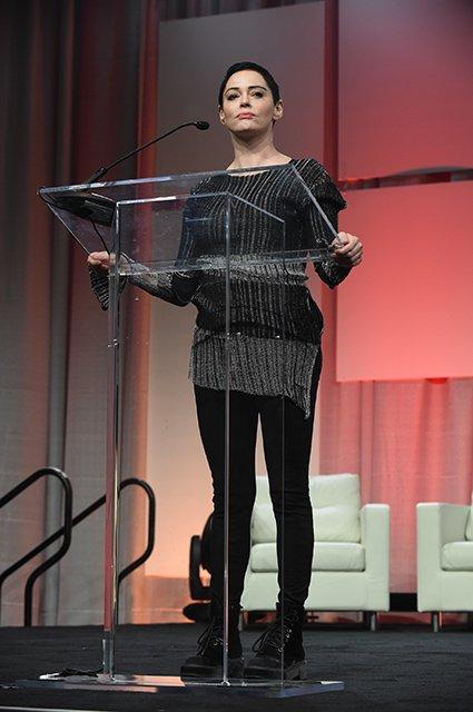 Роуз МакГоун раскритиковала знаменитостей, которые пришли на церемонию вручения наград «Золотой глобус» в черном
