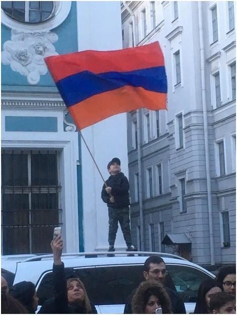 Революция по-армянски: Наглое меньшинство диктует волю большинству