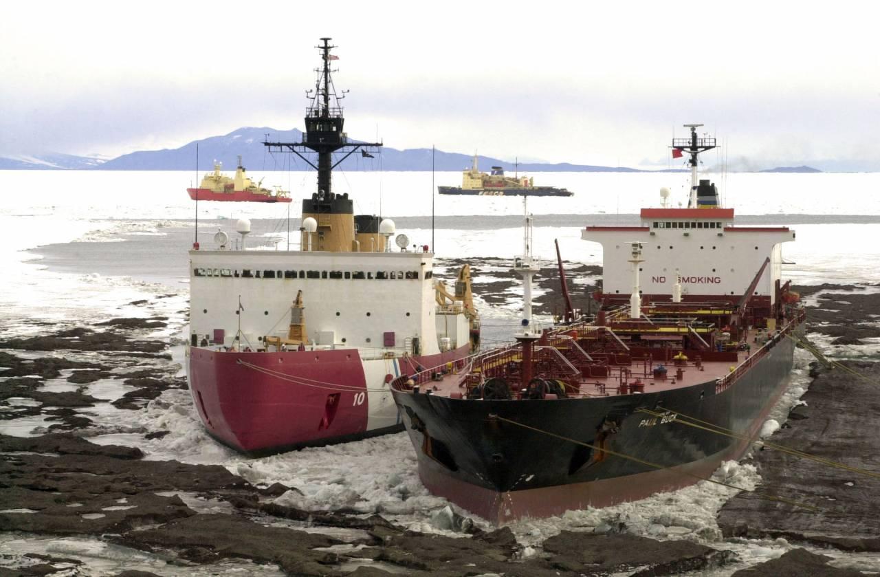 Ледокольный флот США обескуражил эксперта