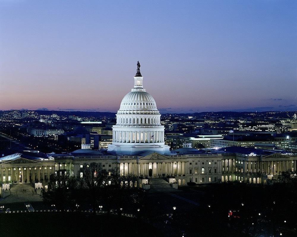 Правительство США в третий раз за год остановило свою работу